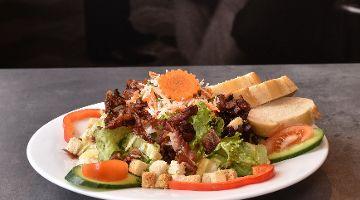 Salat Bacon & Bread